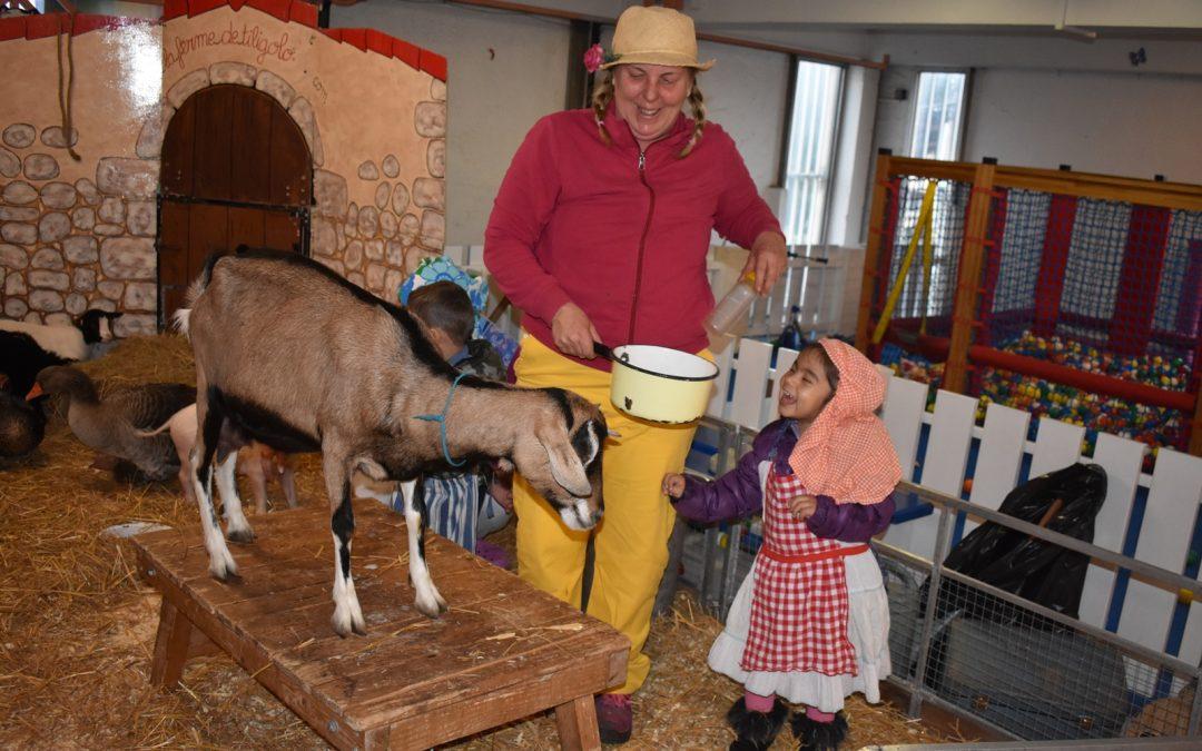 Visite de la ferme itinérante TILIGOLO dans les crèches de Nouvel Horizon